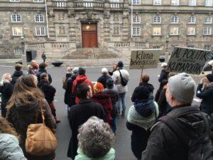 Klimapåmindelsen foran Christiansborg